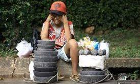 Anak penjual cobek. Foto: IDfree