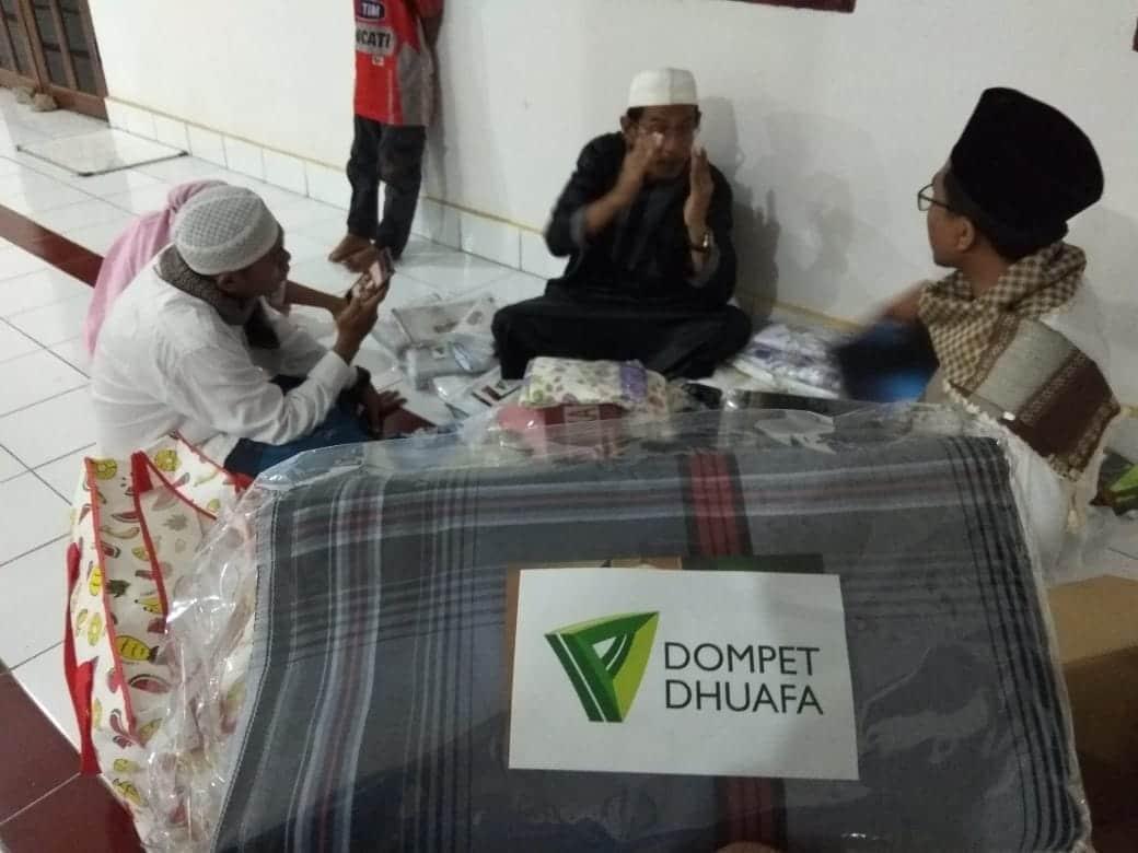 Dompet Dhuafa Salurkan Puluhan Paket Sarana Ibadah Untuk Pengungsi